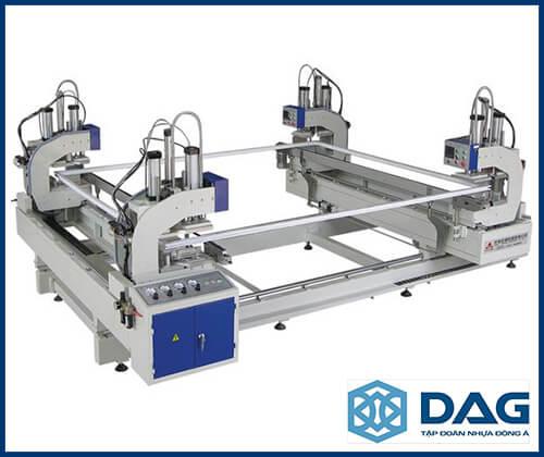 máy sản xuất cửa nhựa lõi thép