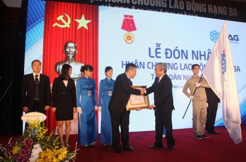 nhua dong a huan chuong lao dong