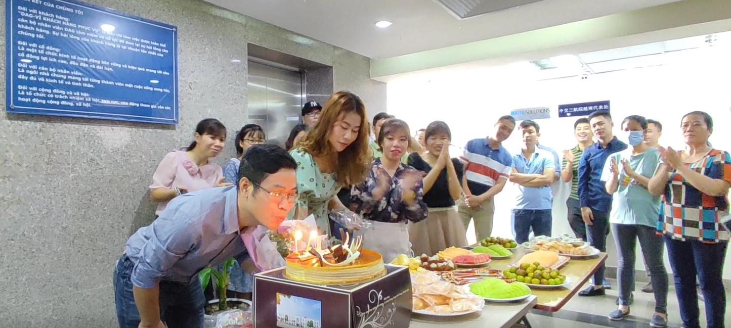 DAG chúc mừng và tặng quà CBCNV có ngày sinh trong tháng 7