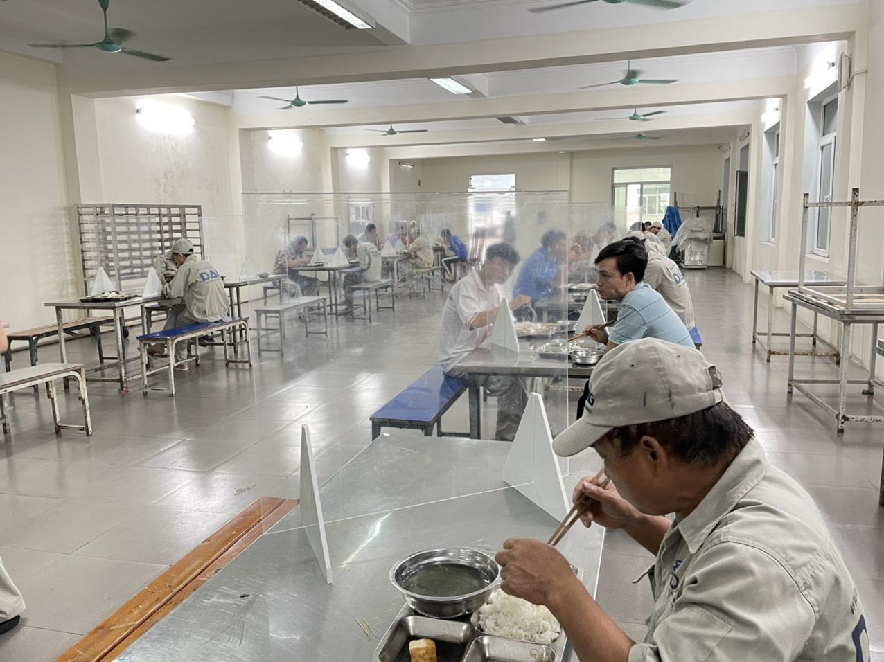 DAG thực hiện việc chống dịch COVID-19 tại bếp ăn tập thể theo hướng dẫn của Bộ Y tế